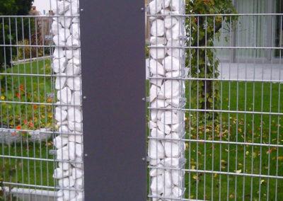 Zaun mit Gabionen